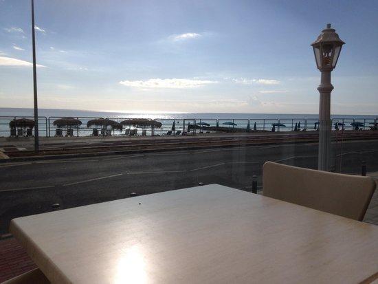 Flamingo Beach Hotel : Vista dalla hall