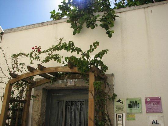Casa do Bairro by Shiadu: Entrance