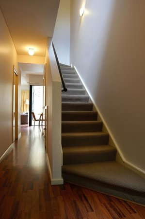 RNR Serviced Apartments Adelaide : Sturt Street stair view