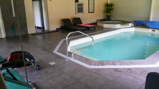 Hotel et Villa des Bains & Spa: La piscine intérieure
