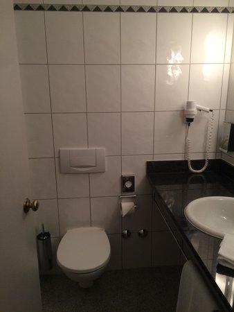 Noris Hotel: Bad Zimmer 205