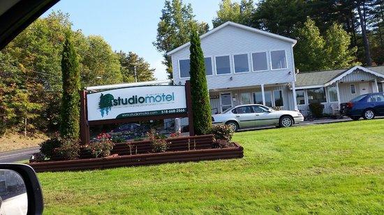 Studio Motel of Lake George : LOOKS INVITING, DOESN'T IT?