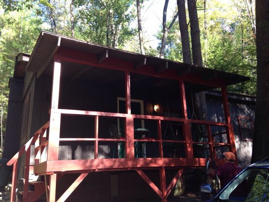 Gateway Lodge : Front of Cabin 3. That light is on dusk till dawn.