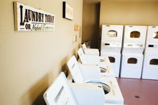 Wine Country RV Resort : Laundry Room