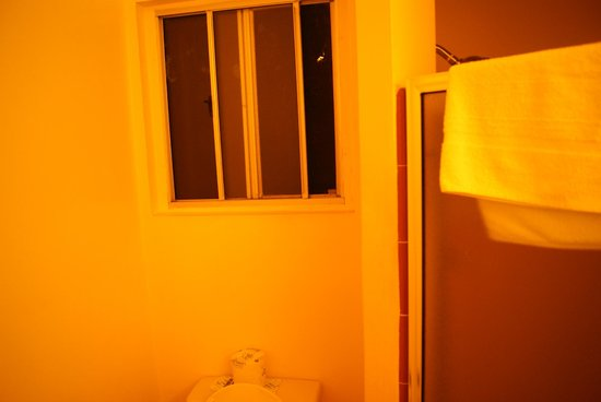 Days Inn Santa Barbara: The bathroom I
