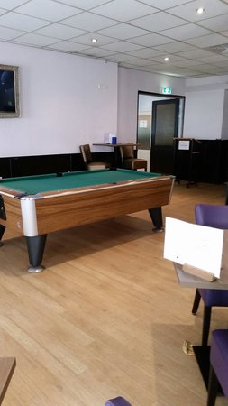 West Side Inn Hotel: Pool table in lounge area