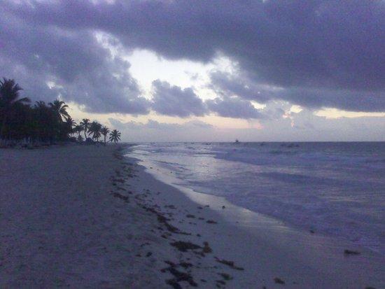 Cabanas Zazilkin: beach side