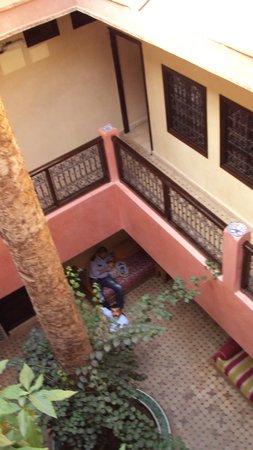 Hotel Cecil Marrakech: vista di uno dei cortili dell'hotel visto dall'alto