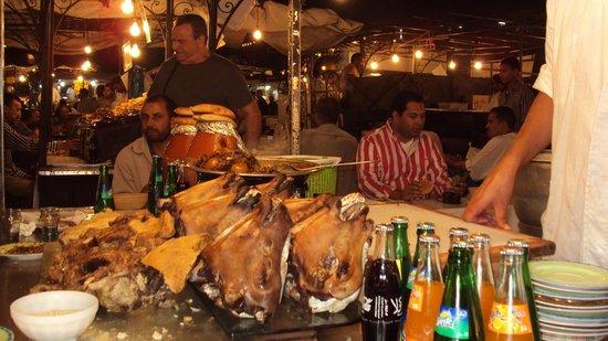 Hotel Cecil Marrakech: piazza Djemaa El Fna (sera bancarelle di cibo)