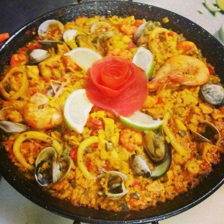 Restaurant Black & White : paella de mariscos