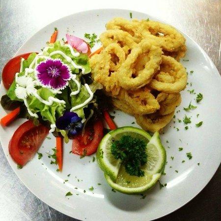 Restaurant Black & White : calamares fritos