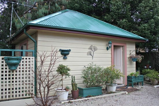 Lurline House: The rear stand alone cottage.