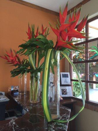 Apartotel La Sabana : Front desk flora