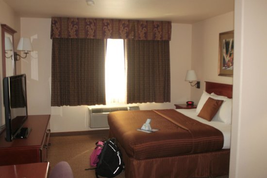 Best Western Plus Territorial Inn & Suites: Our room