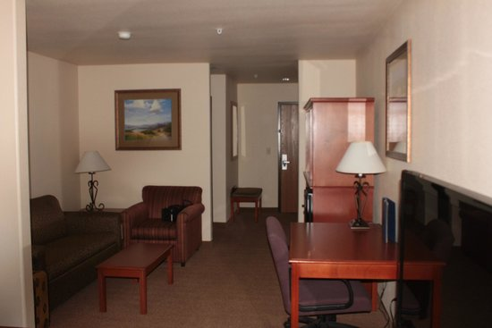 Best Western Plus Territorial Inn & Suites: Living area for our room