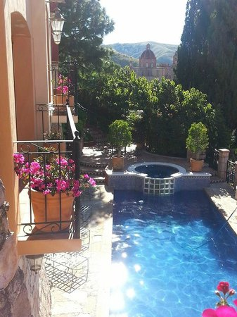 Casa Estrella de la Valenciana: View of Pool & Hot Tub from Upstairs