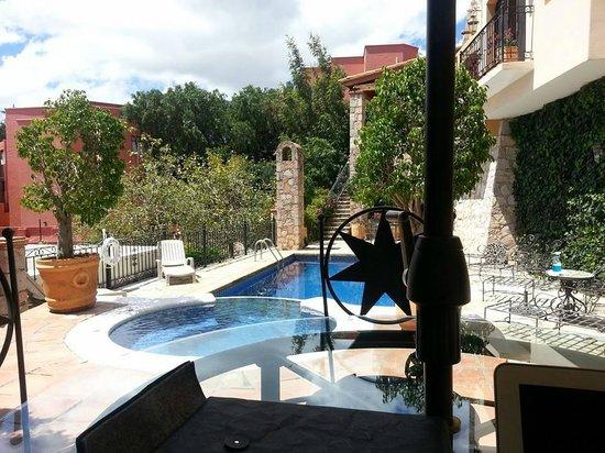 Casa Estrella de la Valenciana: View of Pool from Poolside Table