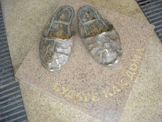 Monument to Slippers