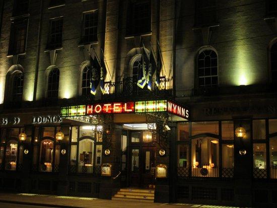 Wynn's Hotel : Wynns Hotel in the evening