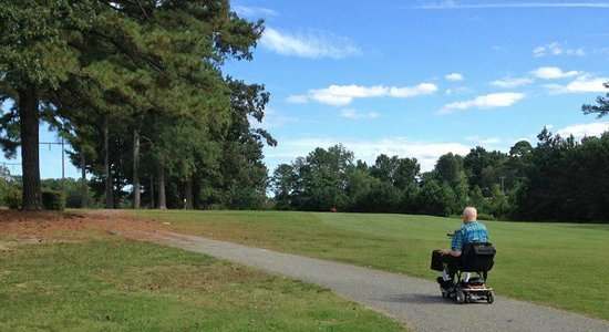 Newport News Park: A lovely day to ride a scooter on the paths at the golf course!