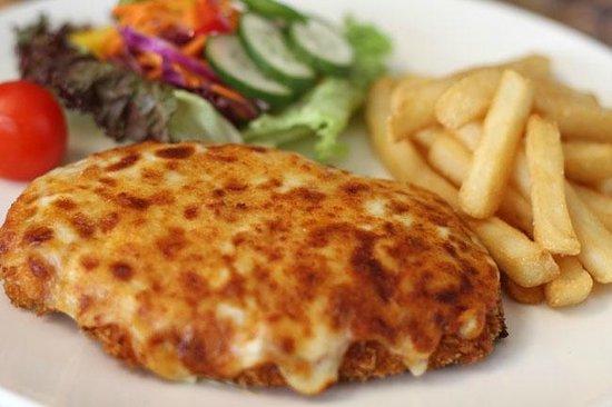 The Oriental Hotel Tumut : Chicken parmie