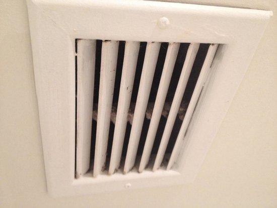 gross exhaust fan in the bathroom picture of best western plus rh tripadvisor com