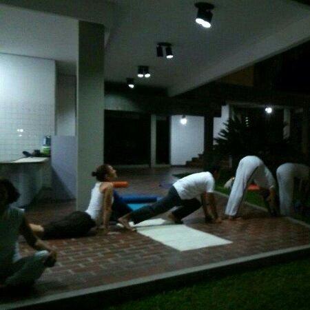 Ciudad Bolivar, Venezuela: Yoga en el soto