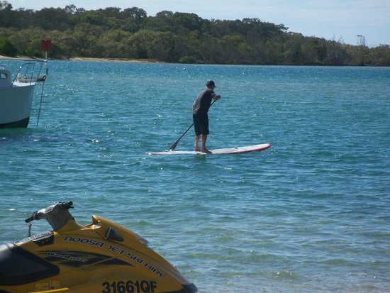 Las Rias Noosa : a little paddle boarding