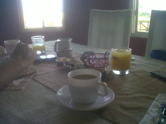 The Islander's Inn : desayuno pobre