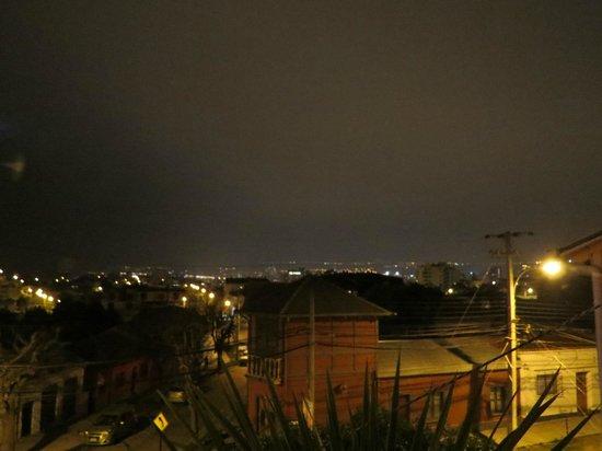 Hostal Del Aguila : Vista de noche desde la pequeña terraza