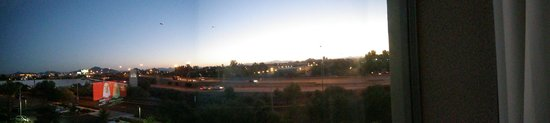 Holiday Inn Hotel & Suites Phoenix Airport: looking to the west