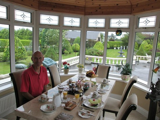 Mountain View B&B: Enjoying Breakfast in the Conservatory