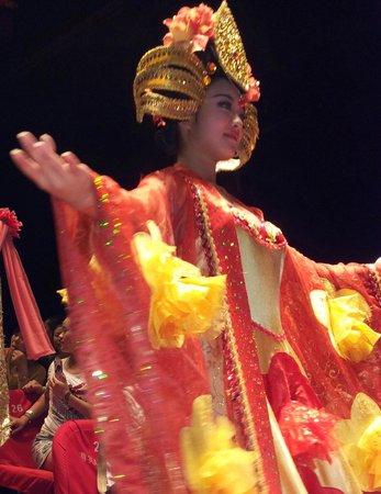 Hangzhou Songcheng: Live 'China Dolls'