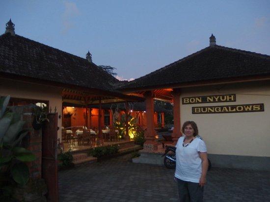 Bon Nyuh Bungalows: Entrance