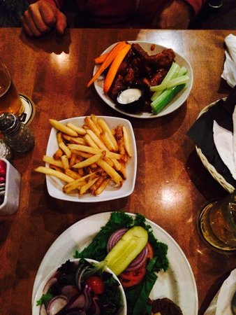 McKecks Tap & Grill : Veggie burger, fries, wings