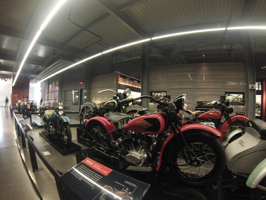 Display picture of harley davidson museum milwaukee for Motor harley davidson museum