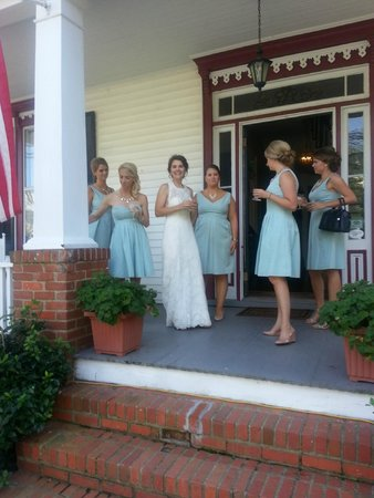 Edenton, NC: Bridal Party on  the Porch