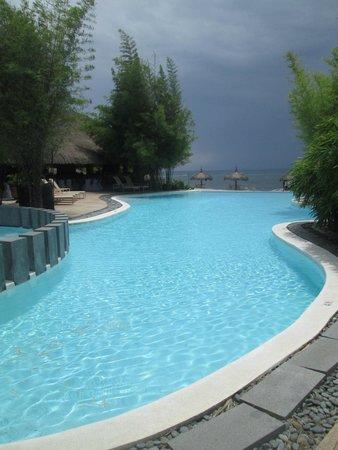 Bluewater Panglao Beach Resort: The Inifinitely Breath-taking Infiinity Pool!
