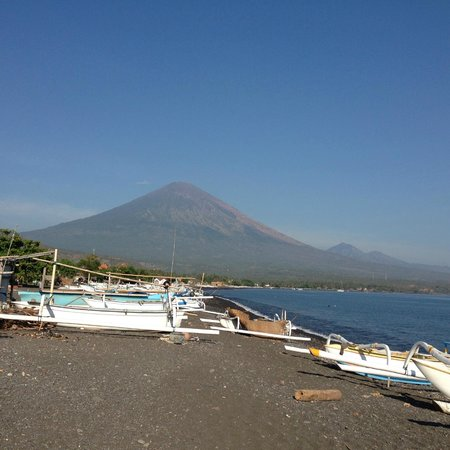 Amed Beach Resort: Mt. Agung in the daytime