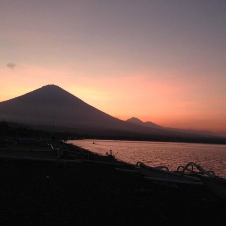 Amed Beach Resort: Mt. Agung at sunset
