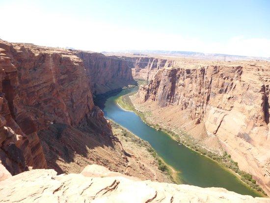 Glen Canyon National Recreation Area: 下はコロラド河