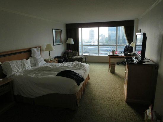 """Hilton Vancouver Metrotown: Our """"executive"""" room layout"""