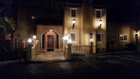 Villa Bellini Restaurant & Lounge