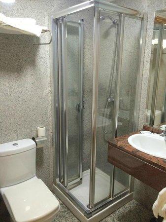 Hotel Reyesol: Душевая кабина, очень маленькая