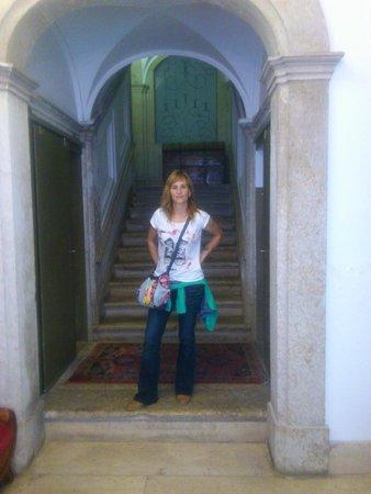 Lavra GuestHouse : Estas son las escaleras que suben a las habitaciones