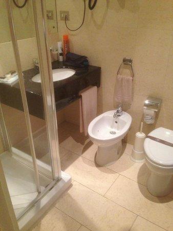 Agape Hotel: Bathroom