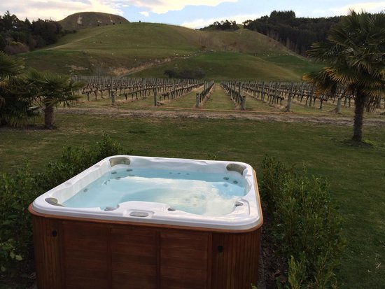 The Farmhouse at Mission Estate: Outdoor Hot Tub at The Mission Farmhouse.