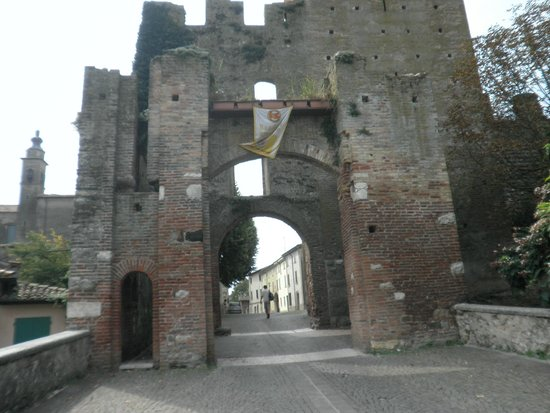 Province of Mantua, Italy: Entrata al borgo