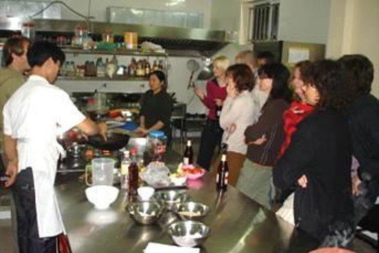 Yen Nhi Hotel : Bếp ăn