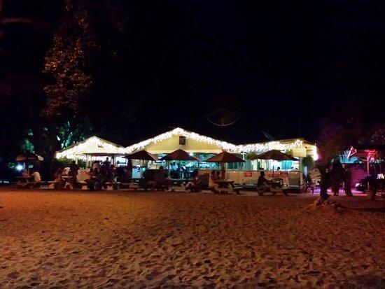 Surfside Restaurant & Beach Bar: Surfside visto dalla spiaggia